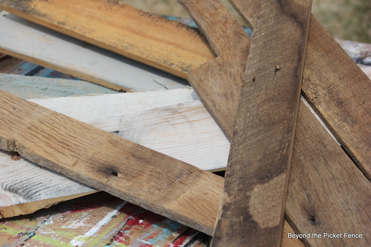 reclaimed wood tray http://bec4-beyondthepicketfence.blogspot.com/2014/04/reclaimed-wood-tray-tutorial-giveaway.html