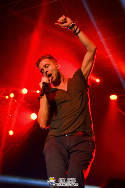 Ryan Tedder dancing and spinning around - OneRepublic Native Live in Malaysia 2013