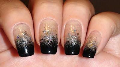 Black Silver Glitter Gradient Nail Art 432x242 - Nail Art