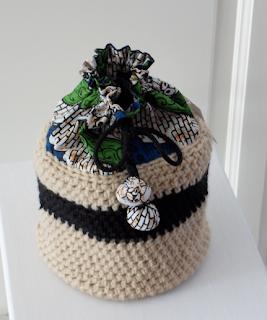 Trousse en crochet et wax