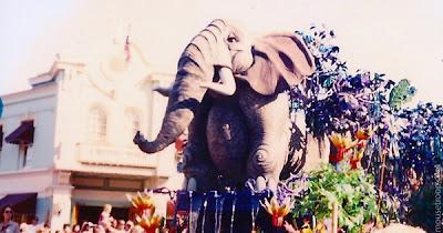 Lion King Celebration Disneyland elephant float parade squirt