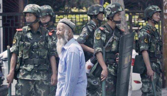 http://2.bp.blogspot.com/-P_grslhmR6Y/VYKy4RSFwWI/AAAAAAAAAGc/GcXIwSfEadA/s1600/214430_tentara-china-berjaga-di-urumqi--wilayah-otonomi-uighur-xinjiang_663_382.JPG