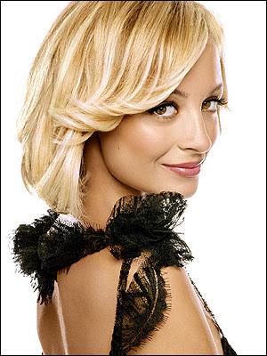 http://2.bp.blogspot.com/-P_pewR3NrSA/TiRhLFVn6QI/AAAAAAAABnE/7687iXsYV0Y/s1600/short-haircuts-for-women-20014900148.jpg