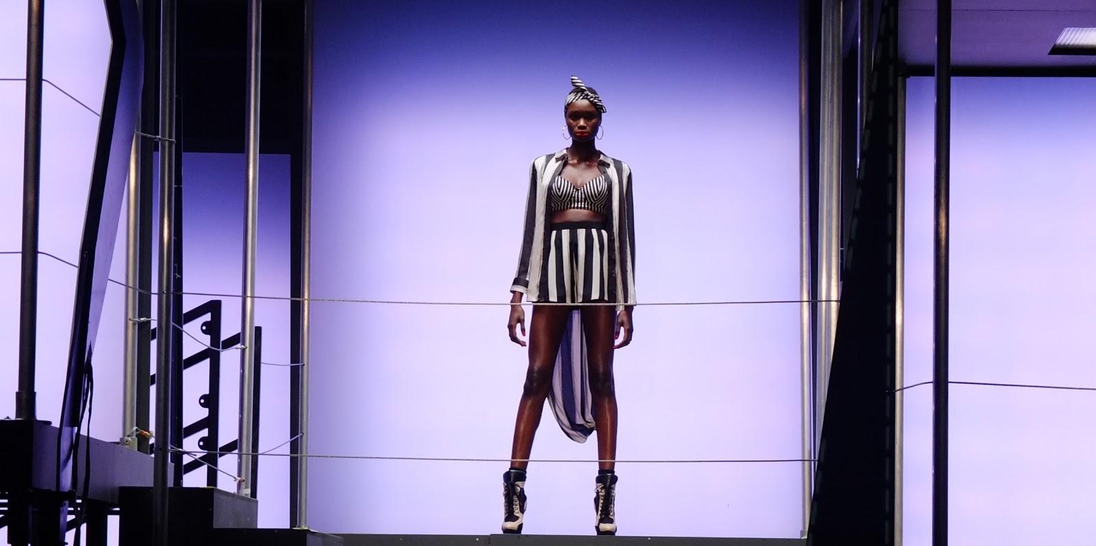 http://2.bp.blogspot.com/-Pa9Yzr3LLTc/USilSVf8bpI/AAAAAAAAAXg/E-qNBI82K1M/s1600/Rihanna-river-island-fashion-show4.jpg