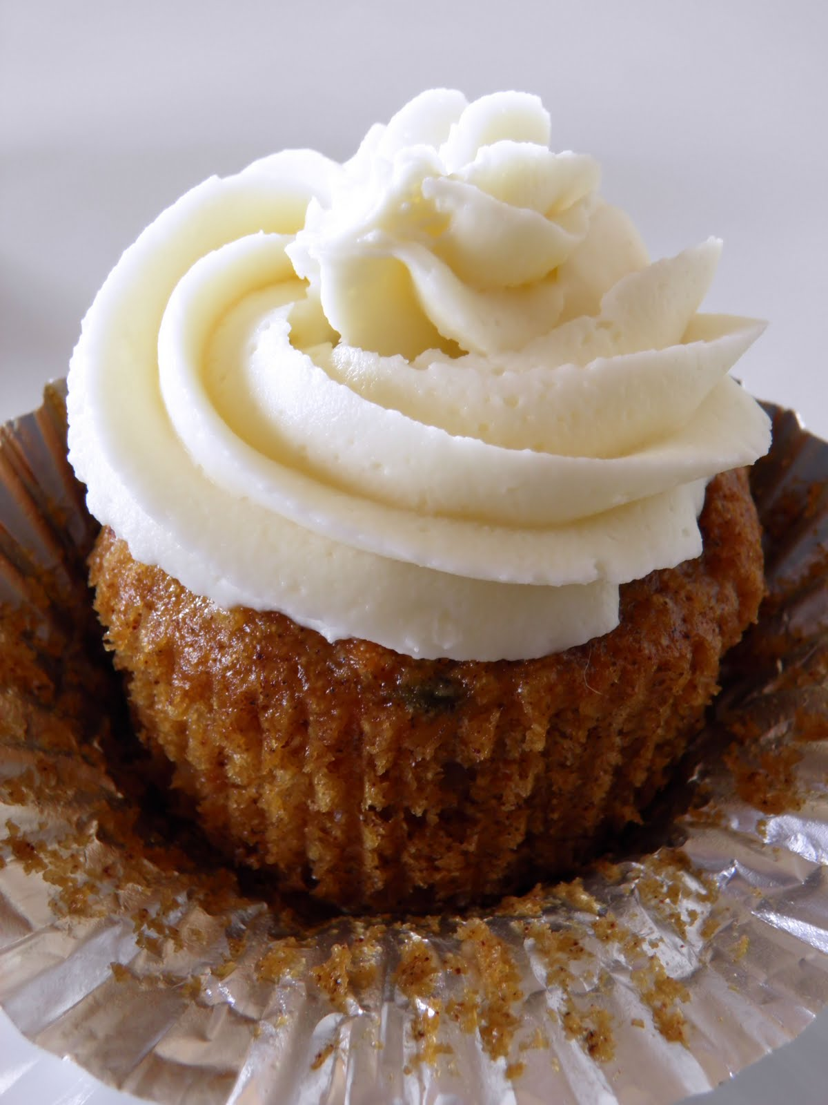 Carrot Cake Cupcakes with Cream Cheese Frosting | Dulce Dough Recipes