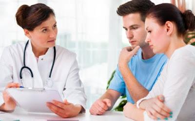 علّمي زوجك هذه الطرق لتحسين نوعية حيواناته المنوية,زوجان رجل امرأة طبيب,man woman doctor
