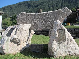 Forno di Zoldo 移民先との姉妹都市碑