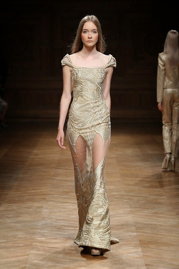 Tony-Ward-Couture-Fall-Winter-2014-2015, Tony-Ward-Couture-Fall-Winter-2014, Tony-Ward-Couture-Fall-Winter-2015, Tony-Ward-Couture-Fall-Winter, Tony-Ward-Couture-2015, Tony-Ward-Couture, Tony-Ward-Haute-Couture-Fall-Winter-2014-2015, Tony-Ward-Haute-Couture-Fall-Winter-2014, Tony-Ward-Haute-Couture-Fall-Winter-2015, Tony-Ward-Haute-Couture-Fall-Winter, Tony-Ward-Haute-Couture-2015, Tony-Ward-Haute-Couture, Tony-Ward, du-dessin-aux-podiums, dudessinauxpodiums, robe-cocktail, robes-de-soiree, robe-soirée, robe-mariée, robe-été, robes-de-cocktail, womens-robe, petite-robe-noire, robe-bustier, ladies-clothes, tenue-soirée, robe-sexy, sexy-dress, dress-online, robe-blanche, robe-de-bal, robe-portefeuille, robes-cocktail, robes-de-mariage, robe-soire, robe-de-demoiselle-d-honneur, robe-de-soirée-pour-mariage