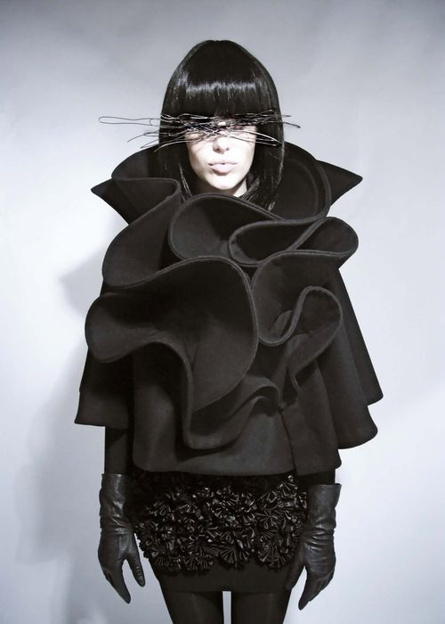 Sculptural Ruffles, Cape with contoured ruffle structure; 3D fashion - Rebel66