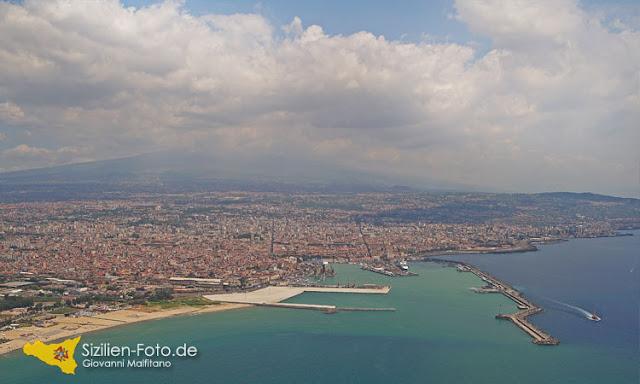 Küste von Catania aus der Luft