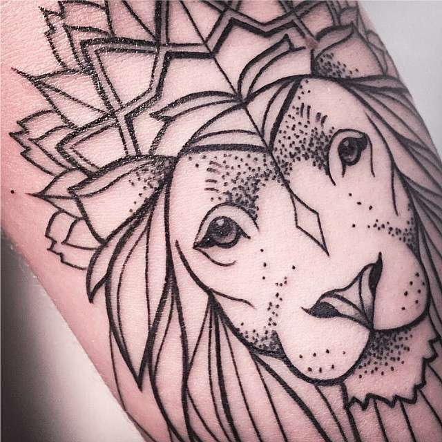 Tatuagens Femininas Linework Leão Tattoo Melina Wendlandt