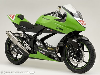 Modifikasi Kawasaki Ninja motor racing sederhana minimalis