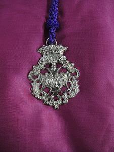 la medalla y el cordón