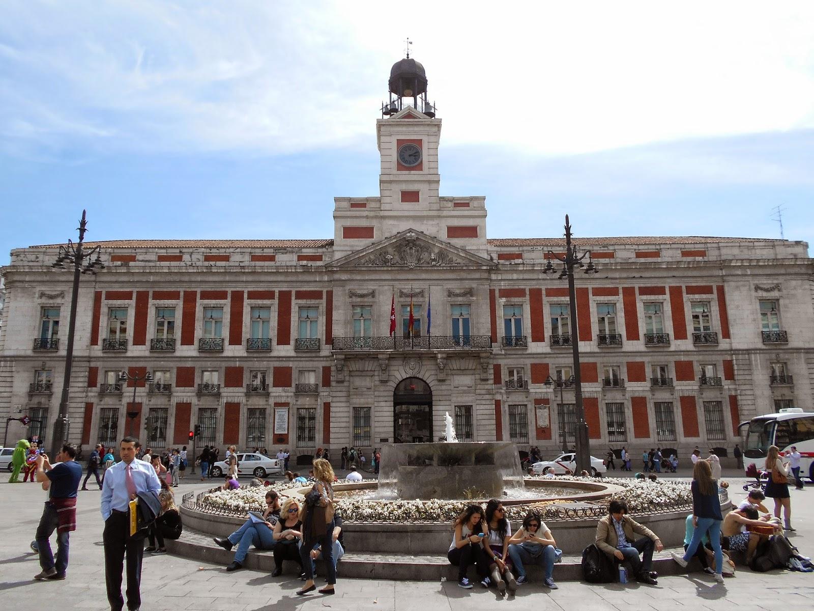 Puerta del Sol, Madrid, punto de encuentro clave de turistas y madrileños