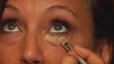 Bagaimana mengurangi lingkaran mata gelap