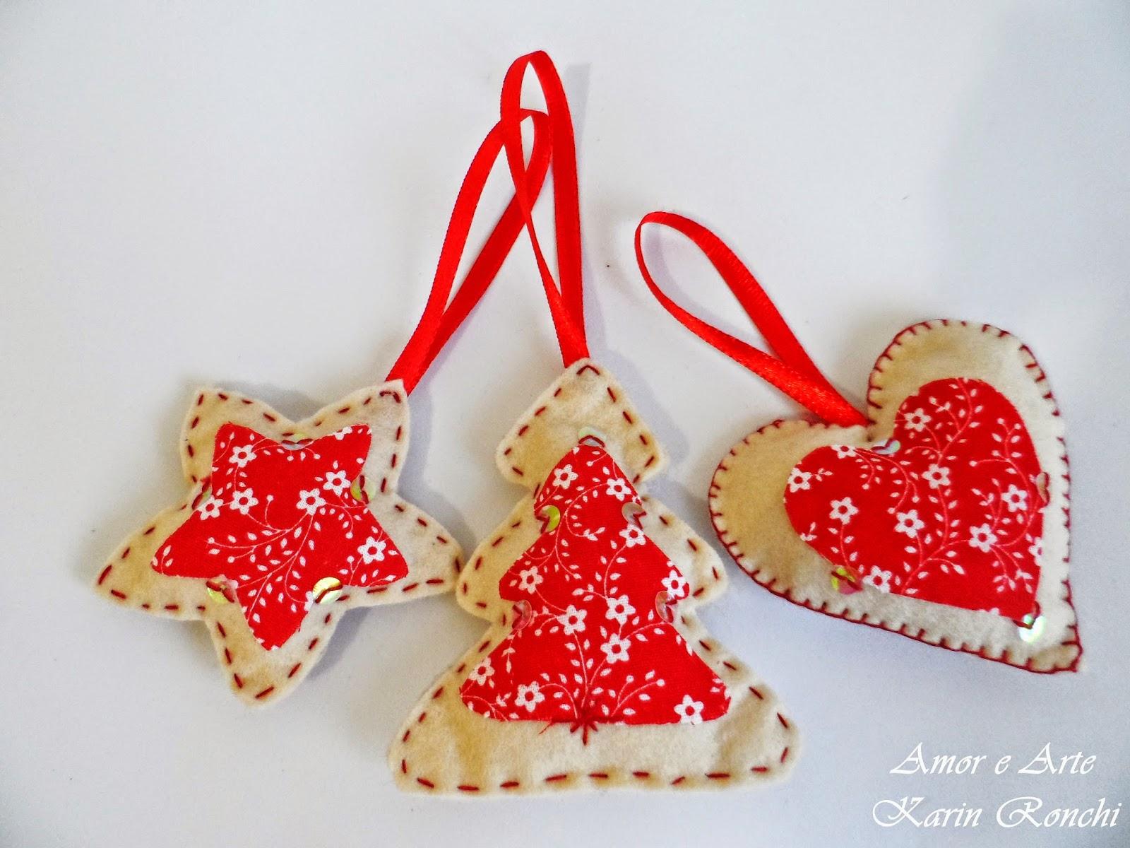 Ornamentos natalinos em feltro - creme e vermelho