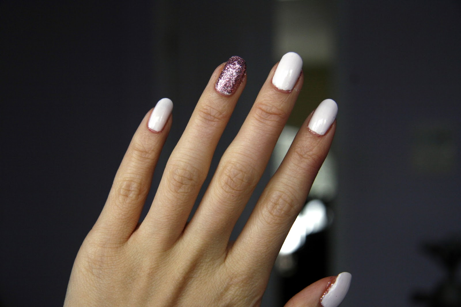 fun size beauty: The Glitter Accent Nail