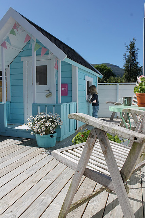 inside a DIY painted play shed for girls. Do you need some childrens shed ideas? This little painted play shed/kids hut is adorable and would look fabulous in your garden! In this post you will plans for building your own so check out this GORGEOUS child playhouse outdoor. You could even use PALLETS! OMG! how to build a playhouse out of pallets, easy. I wonder how much does it cost to build a playhouse?! Let's find out!