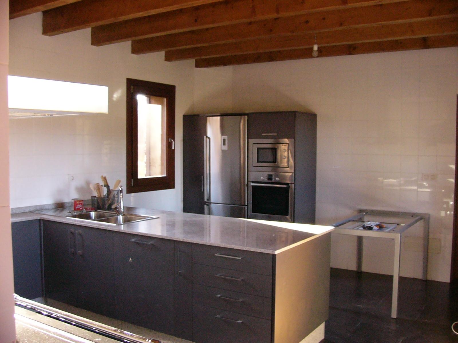 Sfc muebles sostenibles y creativos cocinas for Muebles de cocina blanco y gris
