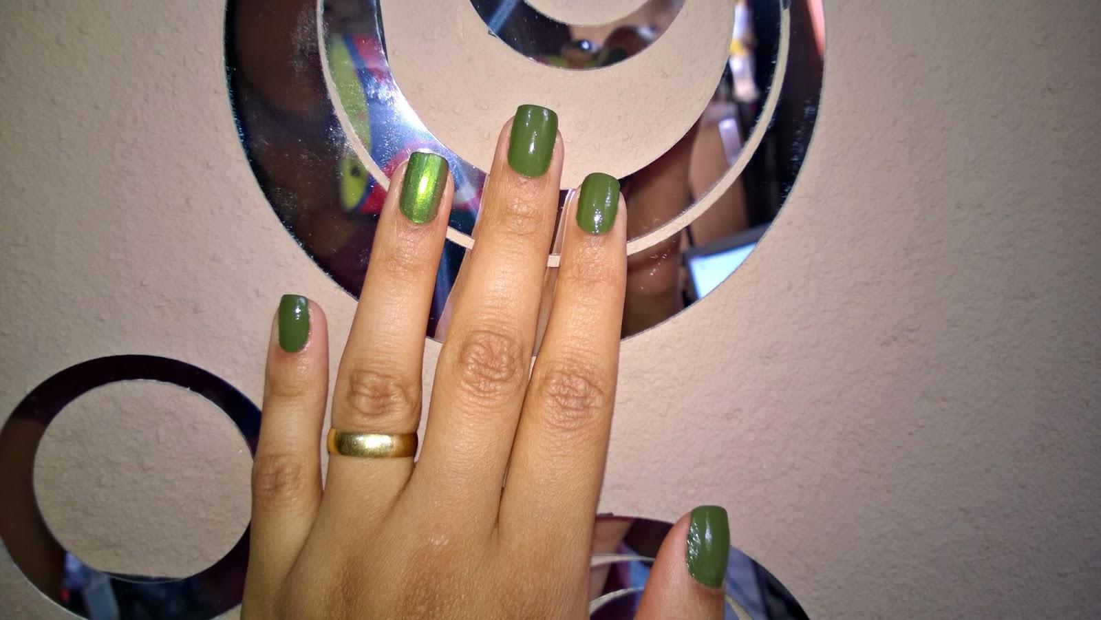 Esmalte da Semana: Verde Holográfico e Militar