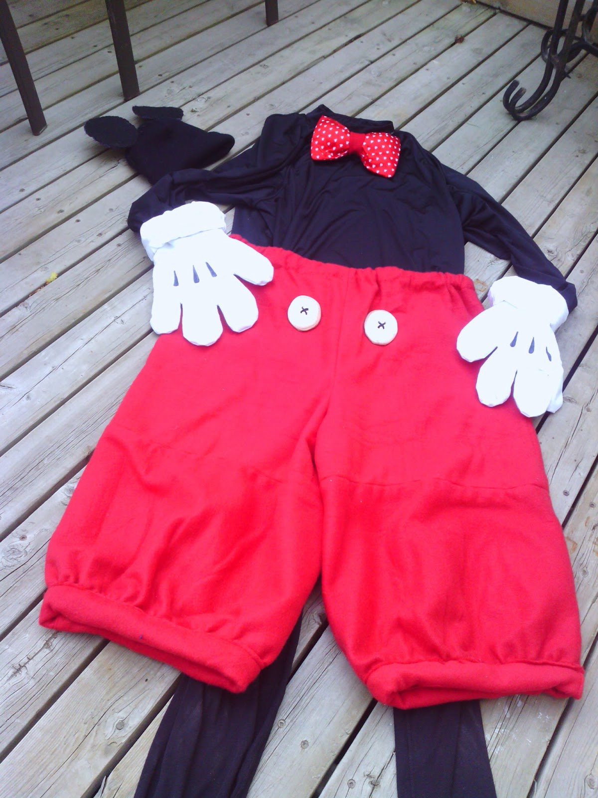 Mickey Mouse Pants +Costume & Lillian the Domestic Engineer. Blogspot.ca: D.I.Y MICKEY MOUSE COSTUME