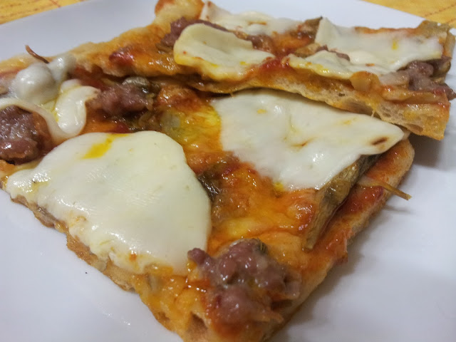 pizza con salsiccia e carciofi