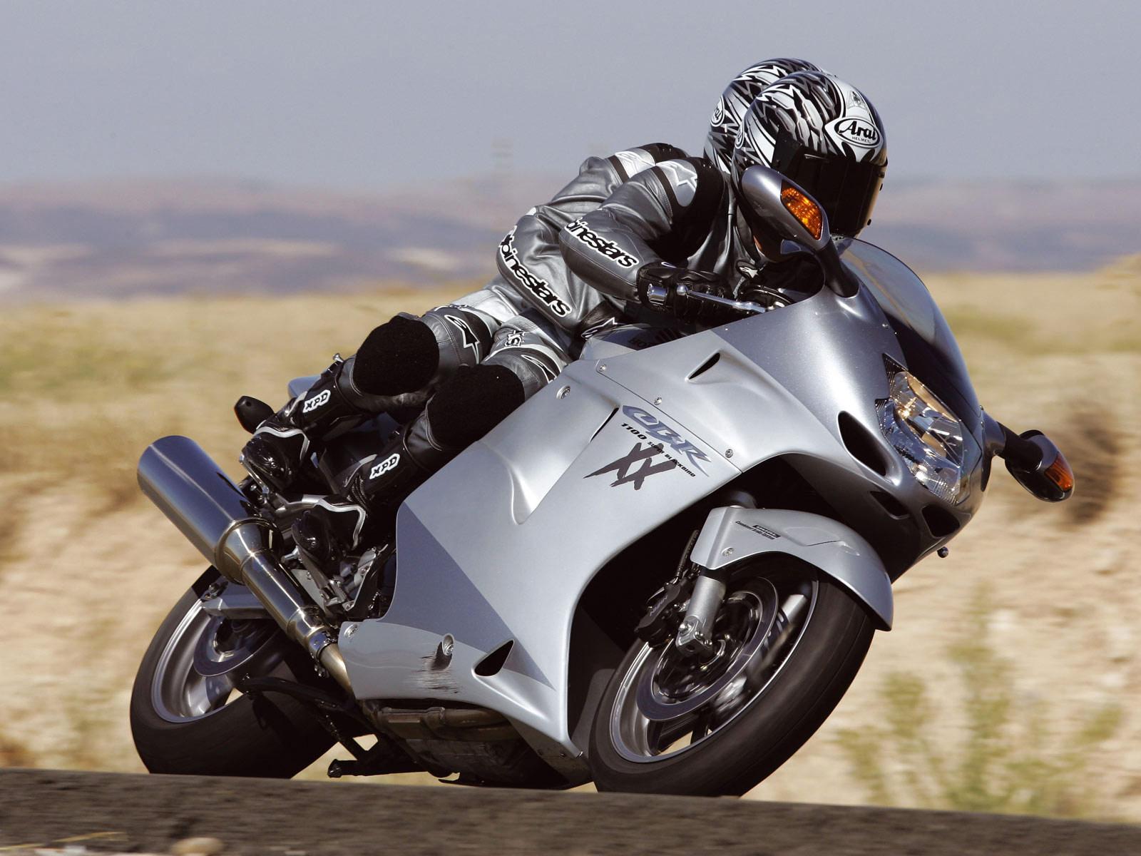 Top 10 Najbrzih Motocikla za 2013 Honda_CBR1100XX_2006_1