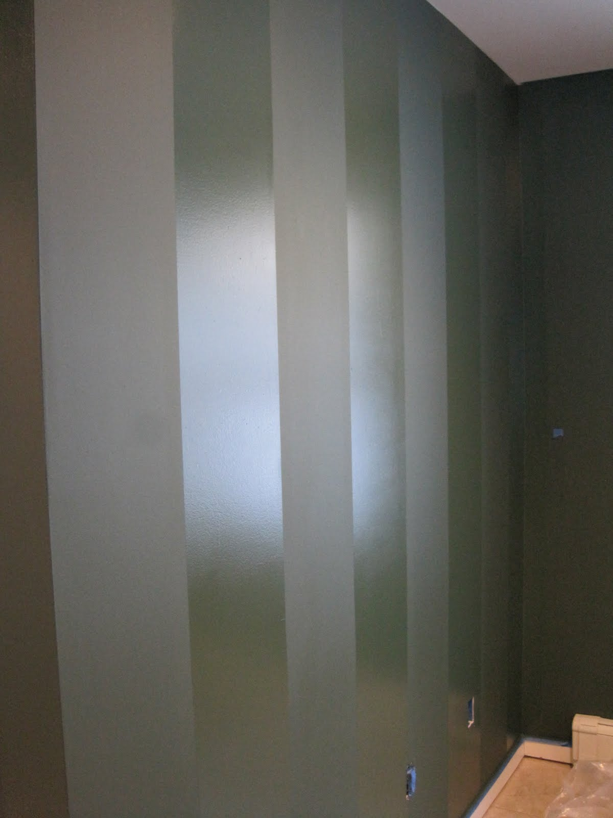 Flat glossy stripes pip thenest for Matte finish paint for walls