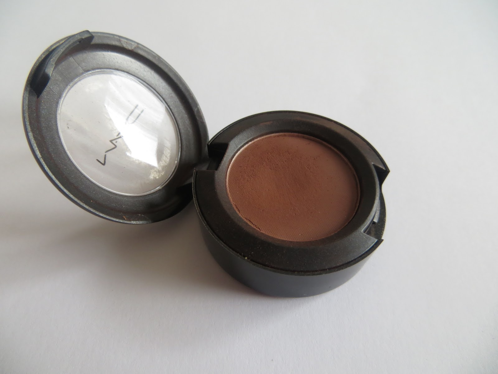mac swiss chocolate eyeshadow - photo #1