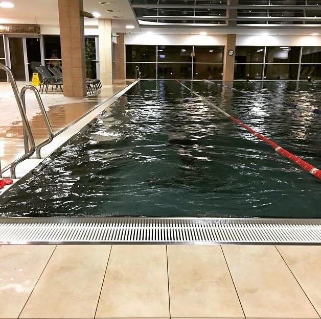 Стаховский Денис в бассейне