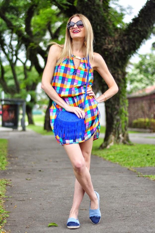 http://www.capitollium.com.br/produto/bolsa-em-camurca-pequena-com-pesponto-e-franja-na-lapela--azul-148430?atributo=158:azul&utm_medium=post&utm_campaign=alletoneli