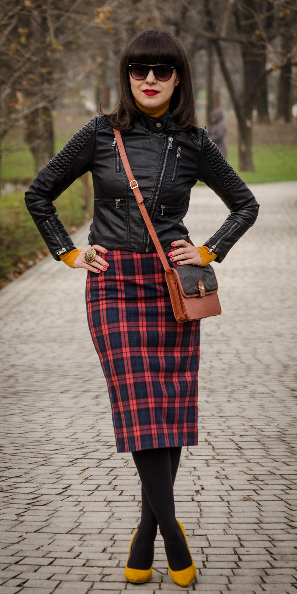 rock leather jacket high waist tartan skirt burnt orange turtleneck mustard high heels fall bangs hair biker look zara new yorker poema