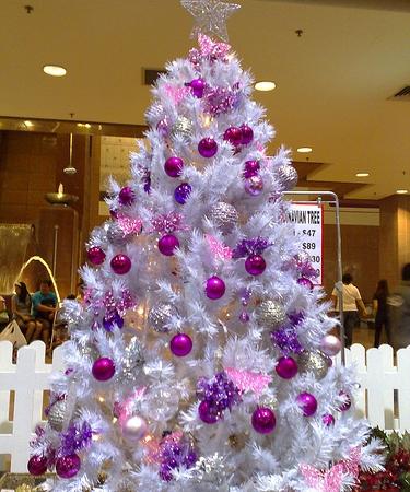 El morado en la decoraci n del rbol de navidad ideas - Como adornar un arbol de navidad blanco ...