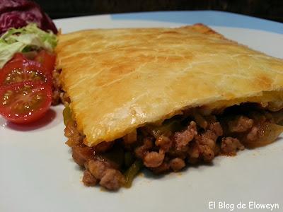 http://www.eloweyn.blogspot.com.es/2014/06/empanada-de-carne-pimientos-y.html