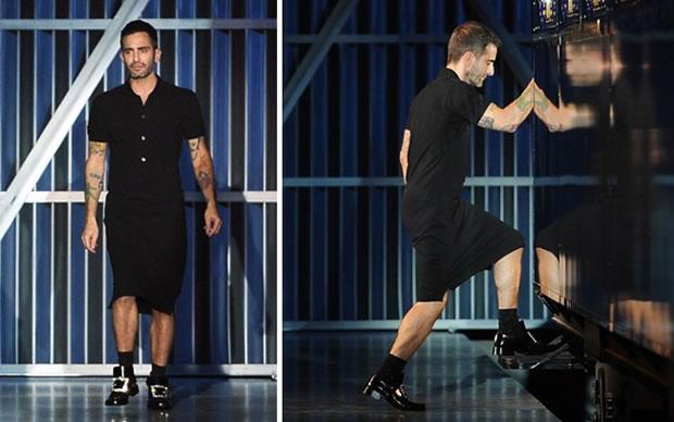 No final do desfile, para o agradecimento, ao invés das clássicas saias kilt, Marc Jacobs apareceu de vestido! (Foto: Getty Images)
