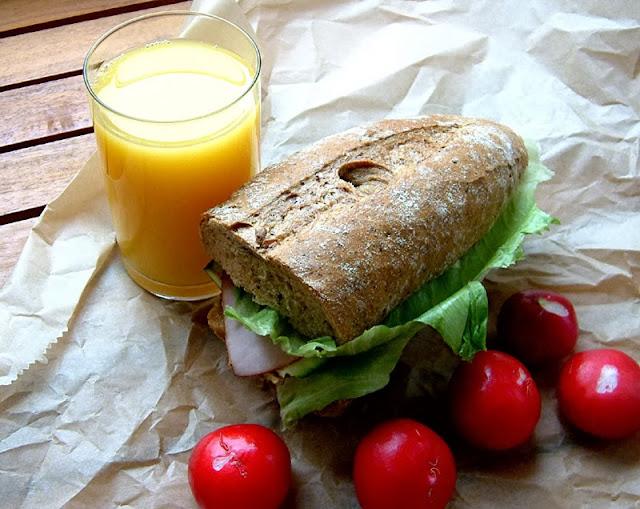 Przepisy FIT: Szybki i pełnowartościowy lunch do zabrania do pracy lub na uczelnię. Kaloryczność: 443 kcal