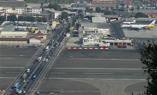 Loco por aviones 10 aeropuertos extremos en el mundo for Cajeros en el aeropuerto