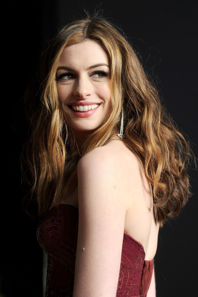 Anne Hathaway Actress Profile And New Photos 2012