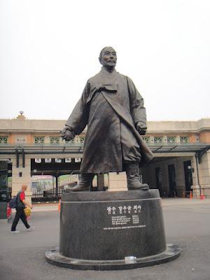 Kang Woo Kyu Statue Seoul Station