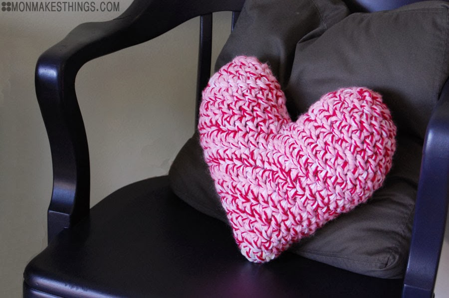 Crochet heart pillow by Mon makes things