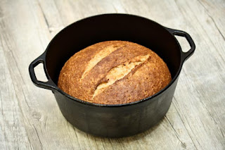 baked-bread-in-dutch-oven