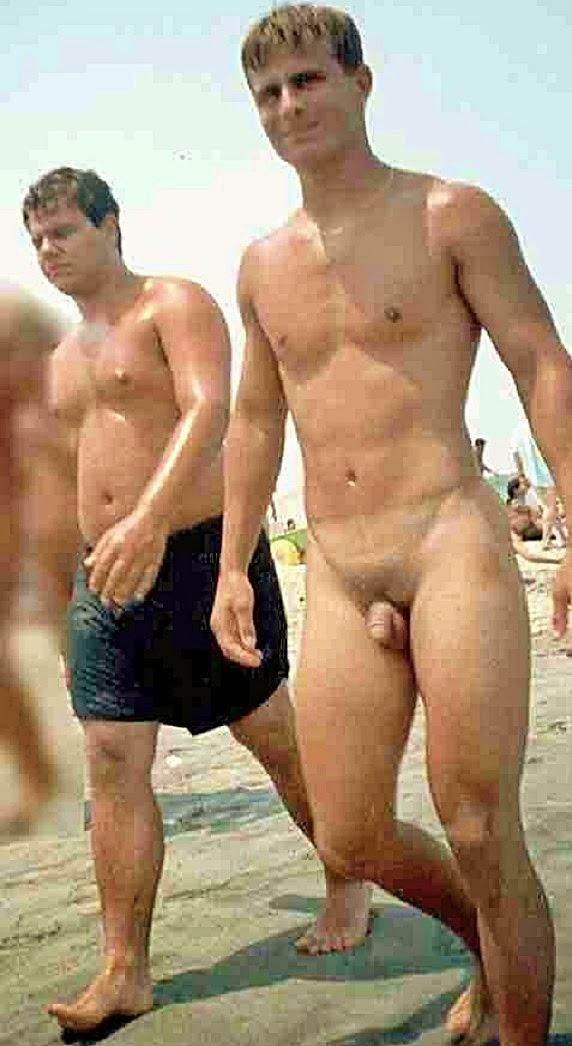 Fisting serio en la playa