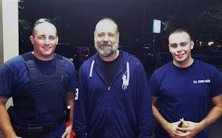 Russell Crowe photographed with his rescuers