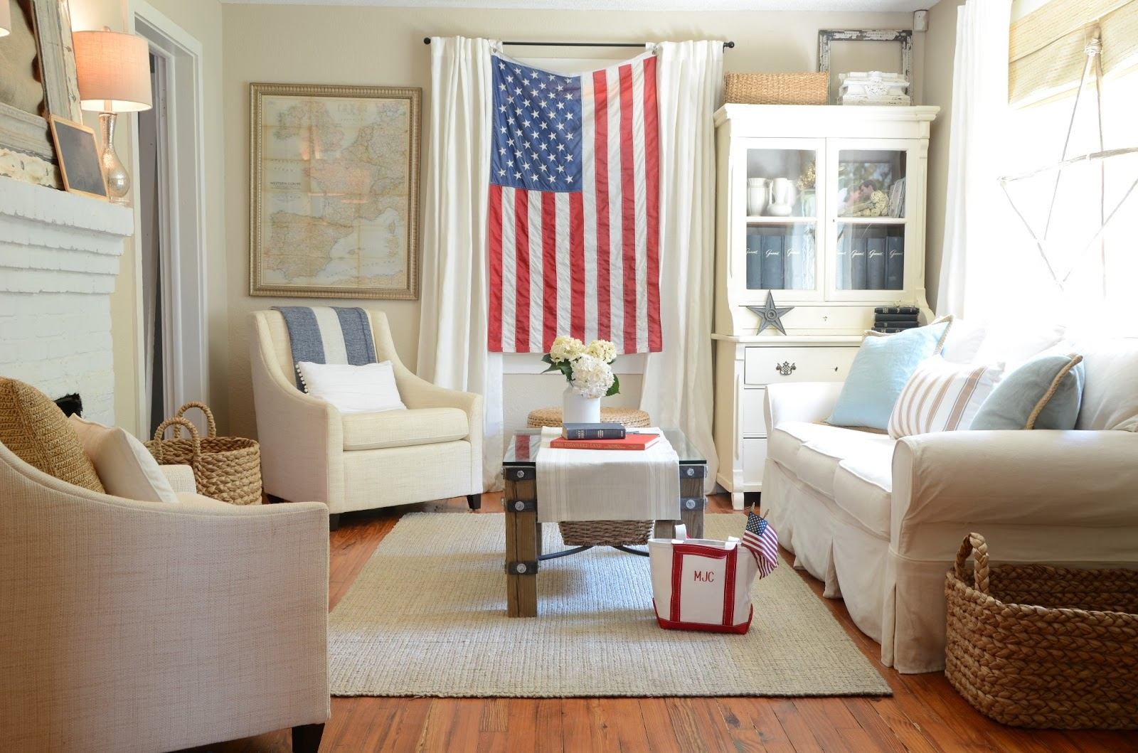 IRON & TWINE: Living Room Decor | July 4th