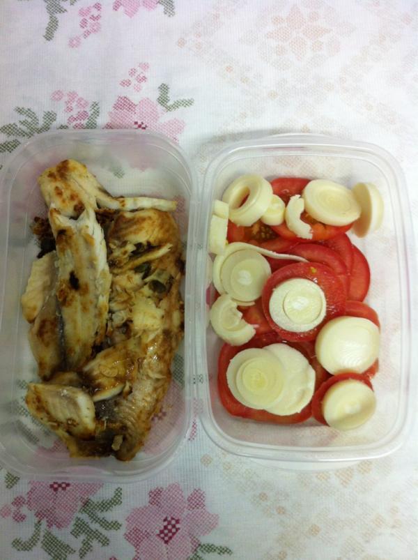 A dieta para perder gordura abdominal inclui carnes magras e salada