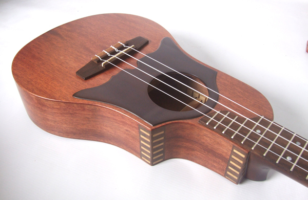 Ben 39 s ukulele house solid mahogany wood custom made for Housse ukulele