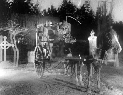 Imagen: Fotograma de la película Körkarlen/The Phantom Carriage/La carreta fantasma