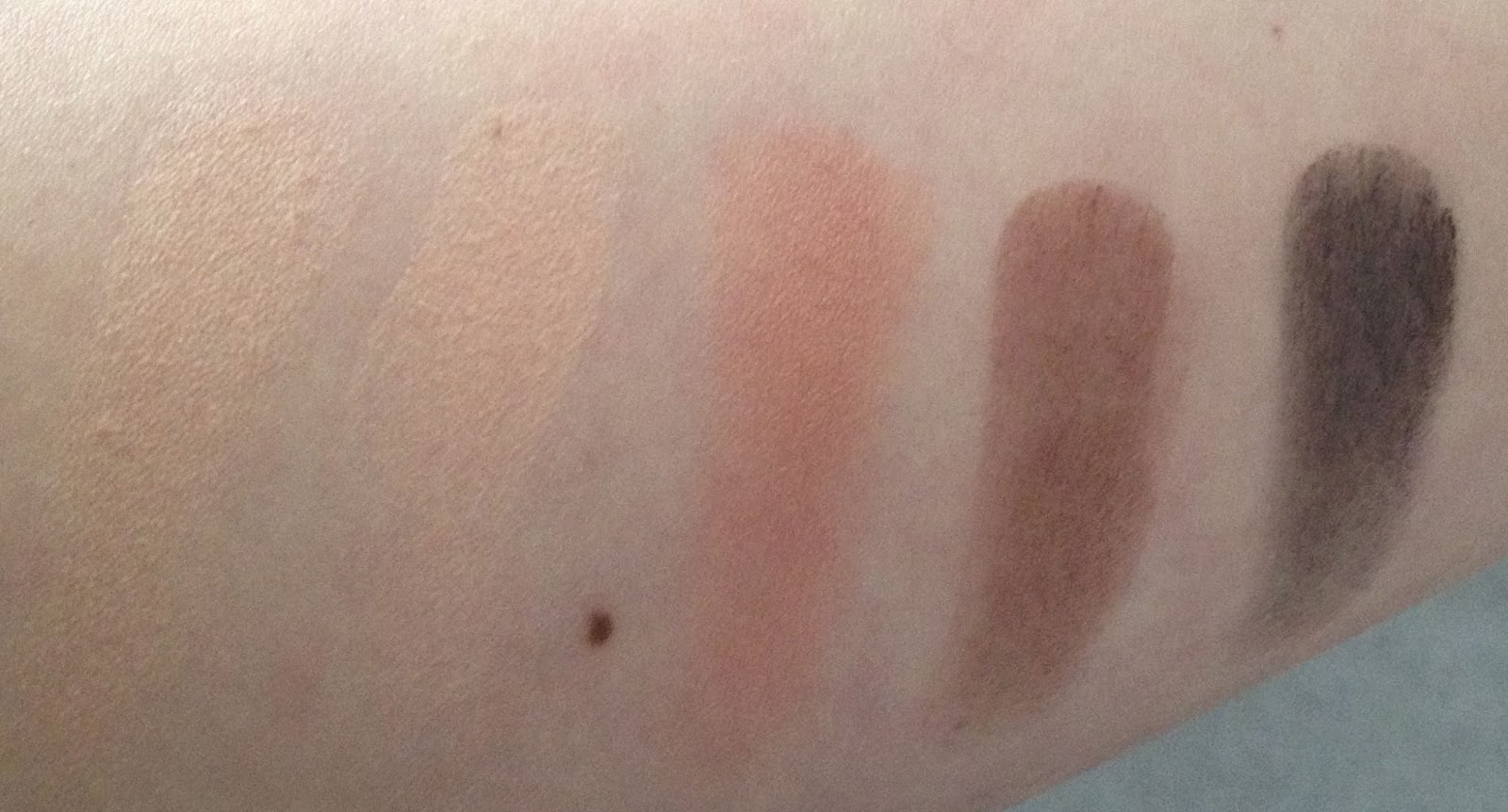 MAC Warm Neutral Eyeshadow Palette top row swatches Hey, Warm Breeze, Gingersnap, Dark Brew and Dance in the Dark