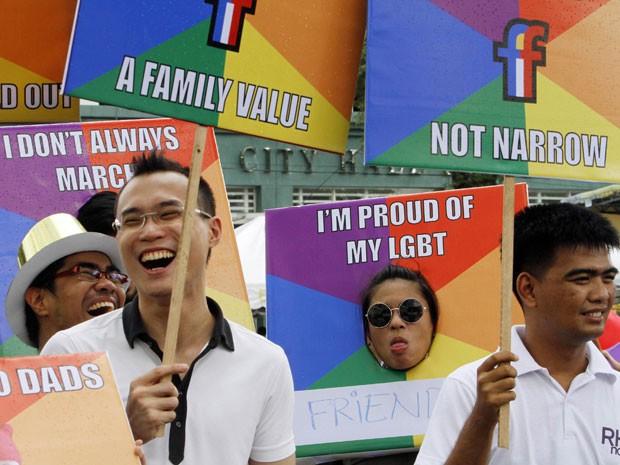 Membros da comunidade filipina de Lésbicas, Gays, Bissexuais, Travestis e Transexuais (LGBT) lutam pela aceitação e direitos iguais no país (Foto: Cheryl Ravelo/Reuters)