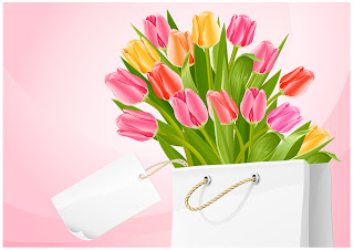 白い紙袋に入れたチューリップの花束 Bouquet of tulip flowers in the white bag